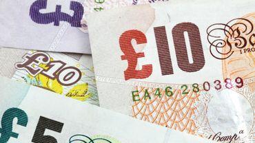 Brexit: la livre britannique remonte face au dollar et baisse face à l'euro