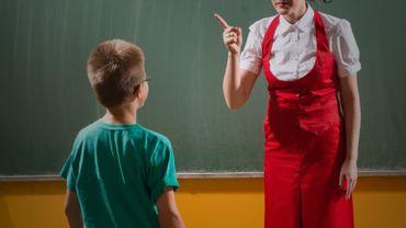 Angelo : « C'est du cinéma ! S'il lui tire les oreilles, c'est qu'elle a mal agit en classe ! »