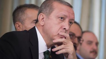 """Erdogan a dénoncé en retour ces accusations """"immorales"""" et mis en cause la complicité de Moscou dans le trafic de brut opéré par les djihadistes."""