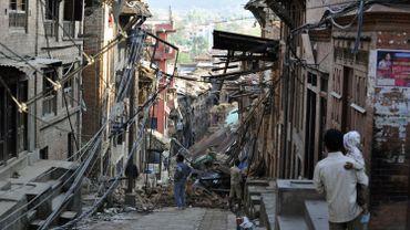 Une rue effondrée dans les environs de Kathmandou