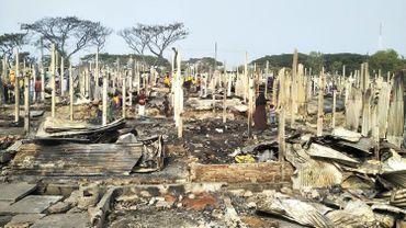 Bangladesh: un incendie ravage un camp de réfugiés Rohingyas, 2000 personnes sans abri
