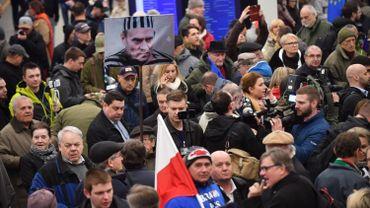 Les partisans et les adversaires de Donald Tusk lui ont offert un accueil houleux à Varsovie