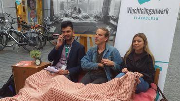 """Une action """"bed-in"""" à Louvain en soutien aux réfugiés"""