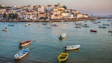 Le Portugal déconfine mais s'inquiète pour sa saison touristique.