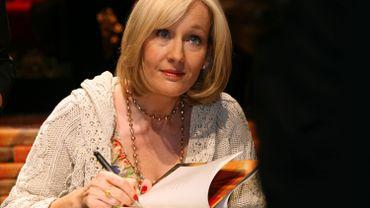 """La romancière J.K. Rowling, l'auteure de la saga, """"et son équipe ont reçu une quantité énorme d'appels de fans ne pouvant venir à Londres pour voir la pièce et qui voulaient l'avoir sous forme de livre"""""""