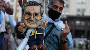 """Argentine: des milliers de manifestants dans les rues suite au scandale des """"vaccinations VIP"""""""