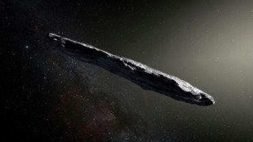 Image d'artiste d'Oumuamua, un asteroide interstellaire ayant la forme d'un cigare, sur une photo fournie par l'Observatoire européen austral le 20 novembre 2017