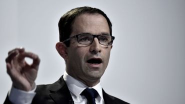 Présidentielle française: Benoît Hamon présente un programme aux accents écologistes