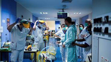"""Coronavirus en Belgique: """" Le sacrifice a ses limites"""", le personnel soignant à bout de souffle"""