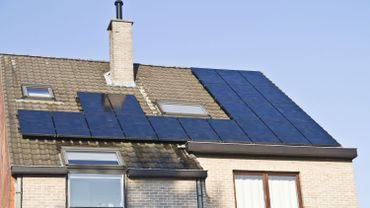 Propriétaires de panneaux photovoltaïques wallons: une redevance et des compensations