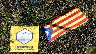 """La Catalogne, grande comme la Belgique et comptant 7,5 millions d'habitants, vit depuis le début des années 2010 une poussée de fièvre indépendantiste, liée notamment à l'annulation partielle d'un statut qui lui conférait le titre de """"Nation"""" et des compétences élargies."""