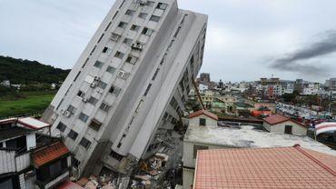 Un immeuble partiellement effondré à Hualien, Taïwan, après le séisme du 6 février 2018