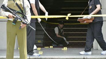 Des policiers sur les lieux de l'attaque de la présidence taïwanaise par un assaillant à Taipei, le 18 août 2018