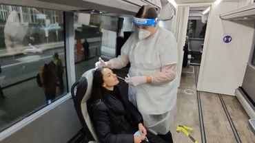 Coronabus: un centre de test mobile dans un autocar