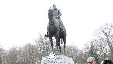 Manifestation en 2012 devant la statue de Léopold II, vu comme un symbole du colonialisme de la Belgique au Congo