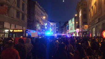 Déploiement de la police anti-émeutes dans le quartier Louise à Bruxelles, 12 personnes arrêtées