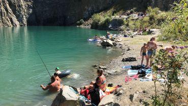 Sprimont: malgré l'interdiction, le lac bleu de la carrière de Chanxhe attire les baigneurs