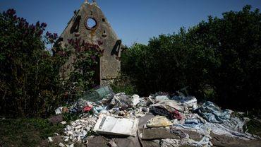"""330 hectares à Carrières-sous-Poissy dans les Yvelines sont recouvert d'une """"mer de déchets"""": plus de 7.000 tonnes, le 20 avril 2018"""