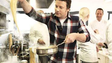 Jamie Oliver, dit le 'Naked Chef' (Chef nu), parce qu'il ne porte jamais de toque ni de tablier