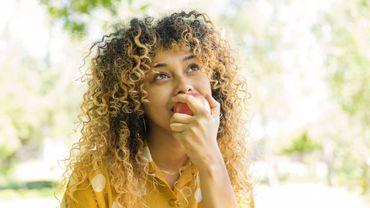 """Snack """"healthy"""" et véganisme : les tendances food plébiscitées par la Gen Z."""