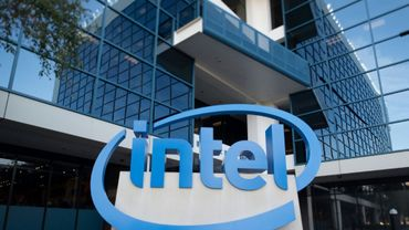 Le fabricant de microprocesseurs Intel chutait à Wall Street lundi après des informations de presse selon lesquelles Apple prévoit d'utiliser à partir de 2020 ses propres composants dans ses ordinateurs Mac et non plus ceux d'Intel