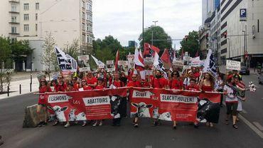 Environ 600 personnes ont manifesté à Bruxelles pour la fermeture des abattoirs