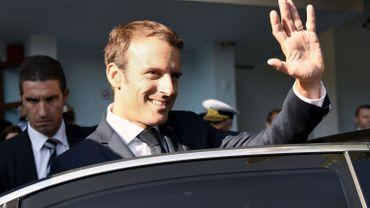 Emmanuel Macron dégringole dans les sondages: comment expliquer une chute aussi rapide?
