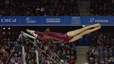 Derwael médaillée d'or aux barres asymétriques à l'Euro