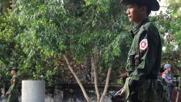 """L'armée birmane annonce la découverte d'une fosse commune recelant les coprs de 28 Hindous, auraient été tués par des """"terroristes"""" rohingyas"""