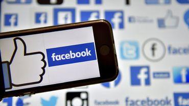 Facebook poursuit sa croissance et fait la joie des investisseurs, Twitter perd de l'argent et s'effondre en Bourse