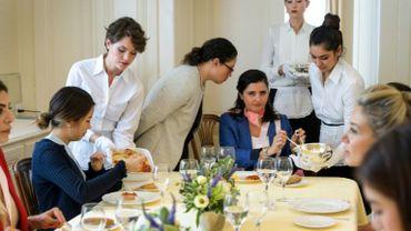 Suisse: le dernier institut à enseigner les bonnes manières aux femmes du monde entier