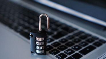 """Russie: les députés adoptent une loi controversée de création d'un internet """"souverain"""""""