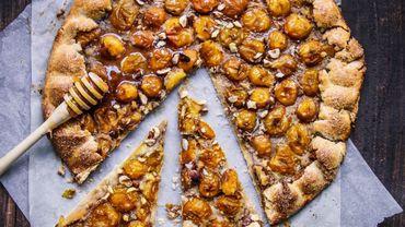 Tarte rustique aux mirabelles, noisettes et miel