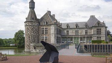 Le Château de Jehay et son parc, habité de créations en métal.