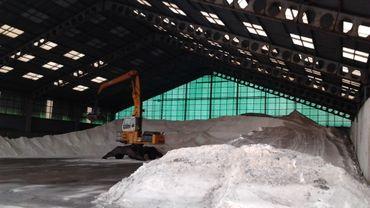 Le sel entreposé dans le hangar de la société Deschieter à Ghlin