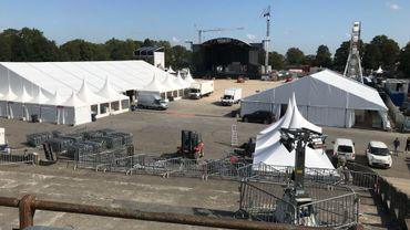 La sciène principale du festival Les Solidarités est déjà montée sur l'esplanade de la Citadelle de Namur
