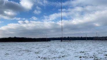 Emetteurs RTBF de Wavre: le grand pylône de 245 mètres a été dynamité