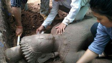 Cambodge: une statue découverte sur le site archéologique d'Angkor