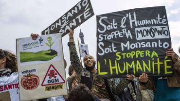 En France aussi, de nombreux manifestants ont vivement critiqué l'activité du géant Monsanto