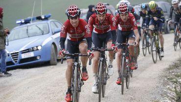 Tim Wellens (en 2ème position) et Tiesj Benoot (en 3ème position) aux Strade Bianche