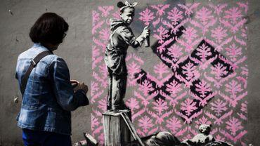 Les amateurs de Steet Art se régalent avec les nouveaux pochoirs de Banksy dans les rues de Paris