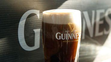 C'est la mousse qui empêche la bière de déborder du verre