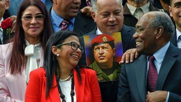 Delcy Rodriguez (veste rouge), présidente d' Assemblée constituante controversée au Venezuela, le 4 août 2017 à Caracas