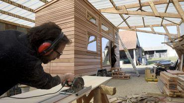 """Plus spacieuses qu'une roulotte, plus durables qu'une caravane, les maisons miniatures sont conçues """"comme une véritable maison à ossature bois, avec une isolation épaisse assurant un bon confort intérieur"""", explique Bruno Thiery, cofondateur"""