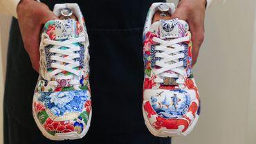 Une paire de baskets unique conçue par l'équipementier adidas et le fabricant allemand de porcelaine Meissen pourrait devenir la première à atteindre le prix d'un million de dollars à l'issue d'une vente organisée par la maison Sotheby's.