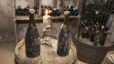       Une bouteille millésimée 1774 a été adjugée aux enchères à 107.700 euros - © SEBASTIEN BOZON - AFP