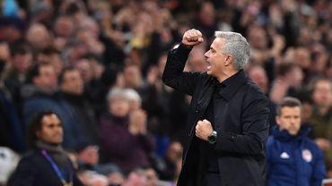"""Mourinho félicite un ramasseur de balle pour sa """"passe décisive"""""""