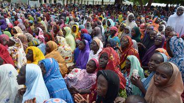 Suite aux attaques de Boko Haram, de nombreuses personnes fuient leur maison. Ces déplacés attendent dans le camp de Maiduguri, capitale de l'État de Borno, dans le nord-est du Nigeria, le 3 août 2015.
