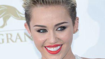 Miley Cyrus s'associe à de grands noms de la musique afin de soutenir la Happy Hippie Fondation