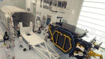Le satellite de télécommunication Yamal-402 dans les locaux de Thales Alenia Space à Cannes.